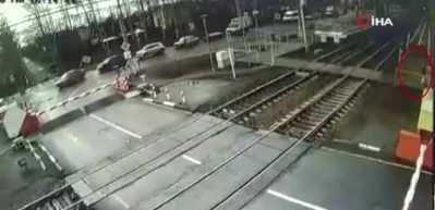 Akılalmaz olay! Rusya'da hızlı tren yayaya böyle çarptı..