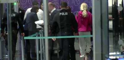 Aleyna Tilki havalimanında ortalığı birbirine kattı
