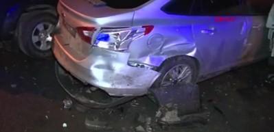 Alkollü olduğu öne sürülen sürücü 9 araca çarptı