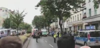 Almanya'da büyük panik! Okulu bastılar