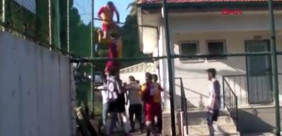 Amatör maçta çıkan kavganın görüntüleri ortaya çıktı