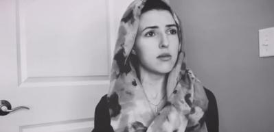 Amerikalı şarkıcı Jennifer Gruot Bakara Süresi'nin son Ayetlerini okudu!