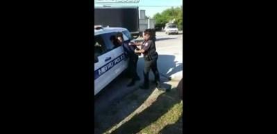 Amerikan polisi küçük çocuğu böyle gözaltına aldı!