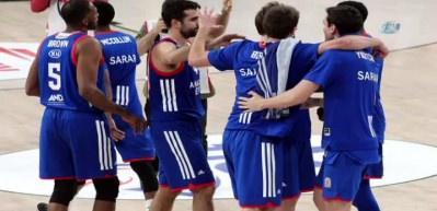 Anadolu Efes Fenerbahçe'yi geçip yarı finale yükseldi
