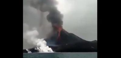 Anak Krakatau Yanardağı'nda patlamalar