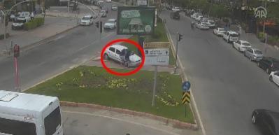 Emniyet yayınladı! İnanılmaz kaza MOBESE'de