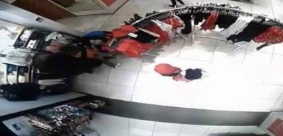 Anne kız çete kurdu! Birlikte hırsızlık yaparken kameralara yakalandılar