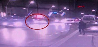 Aracın camından kafasını sokan polisi 100 metre sürükledi!