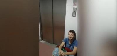 Asansör açılınca hayatının korkusunu yaşayan adam
