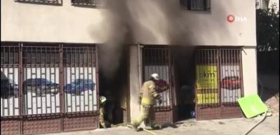 Ataşehir'de oto tamircide korkutan yangın
