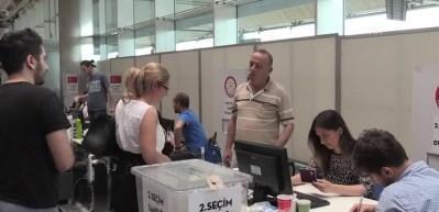 Atatürk Havalimanı'nda oy verme işlemi