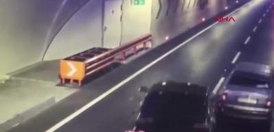 Avrasya Tüneli'ndeki kaza anı kamerada!