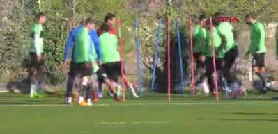 Aykut Kocaman yeni takımıyla ilk antrenmanına çıktı