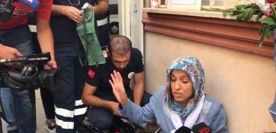 HDP'liler evlat nöbetindeki anneye, gülerek küfrettiler!