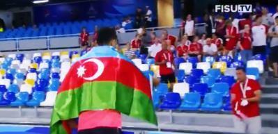 Azeri sporcu Türk bayrağını görünce...