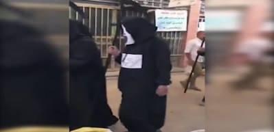 Azrail kostümü giyip halkı koronavirüse karşı uyardılar