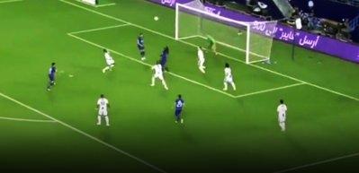 Bafetimbi Gomis'in şampiyonluk maçında attığı rövaşata gol!