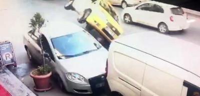 Bağcılar'da korkunç kaza! Araç böyle takla attı