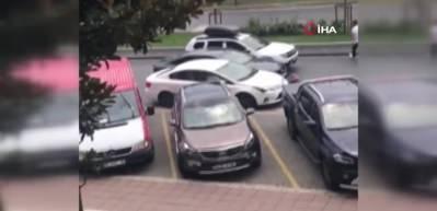 Bahçeşehir'de banka çıkışı kadına kapkaç dehşeti