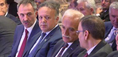 Bakan Albayrak: 'Bugün genel yol haritasının çerçevesinin çizeceğimiz bir toplantı olacak'