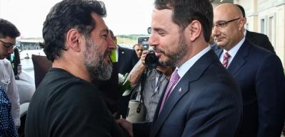 Bakan Albayrak havaalanında açıklamalarda bulundu
