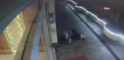 Bakıcı kadın metrelerce yükseklikten yere çakıldı