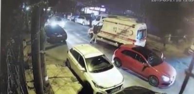 Bakırköy'de ambulans şoförüne darp kamerada