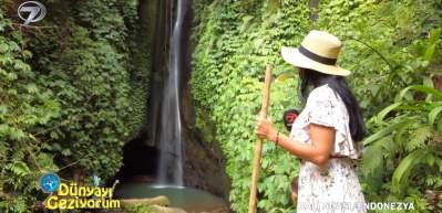 Bali Adası'nın muazzam doğası içinde gürleyen Leke Leke Şelalesi