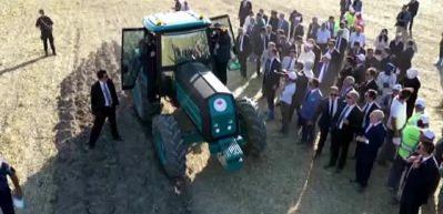 Yerli traktör görücüye çıktı, Başkan Erdoğan test etti