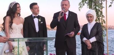 Başkan Erdoğan'dan Mesut Özil ile Amine Gülşe çiftine tavsiyeler