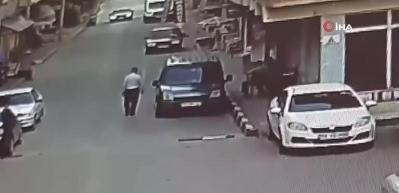 Başkanın üzerine araç sürdü!
