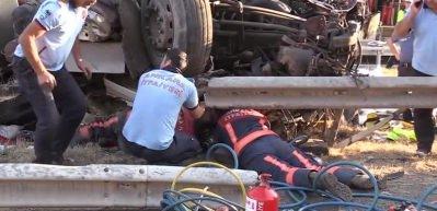 Başkent'te takla atan TIR'ın sürücüsü öldü