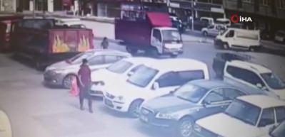 Bayrampaşa'da gelin arabasıyla 1 milyon 700 bin TL'lik gasp
