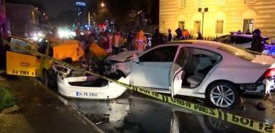 Beşiktaş'ta iki otomobil çarpıştı: 1 ölü, 2 yaralı