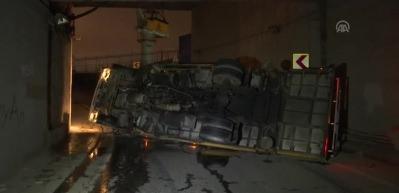 Beyoğlu'nda vinç devrildi: 1 yaralı