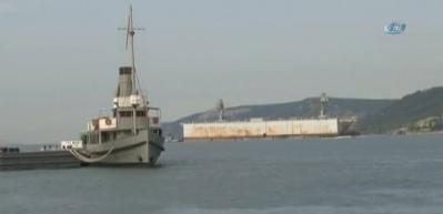 Boyu 470 metre olan askeri havuz Çanakkale Boğazı'ndan geçti