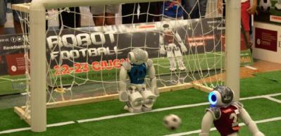 Bu da oldu! Robotlar futbol oynadı