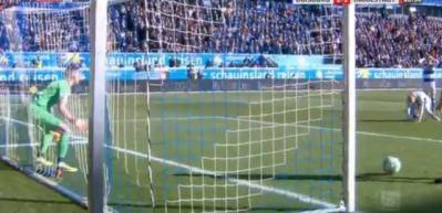 Bundesliga'da inanılmaz olay! Duisburg'un kalecisi Flekken tarihe geçti