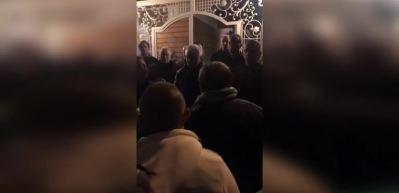 Bursasporlu taraftarlar Başkan'ın evini bastı!
