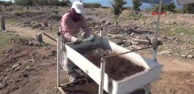 Çanakkale Assos'ta 2 bin yıllık bronz kalem ve kemik zar bulundu