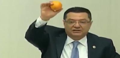 CHP'li vekilin zeka ürünü(!) portakal şovu