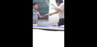 Çin'de korkunç görüntüler! Öğrencisini feci şekilde dövdü
