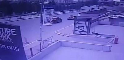 Oto hırsızları aracı çarpa çarpa çaldı