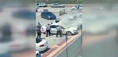 Çocuğu arabanın içinde yandı, annenin çığlıkları yürek sızlattı