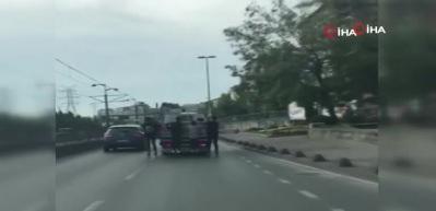 Çocukların trafikte tehlikeli oyunu!