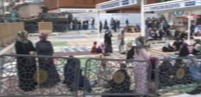 Cumhurbaşkanı Erdoğan cuma namazını Eyüp Sultan Camii'nde kıldı