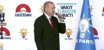 Cumhurbaşkanı Erdoğan, salonu böyle selamladı