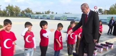 Cumhurbaşkanı Erdoğan'a öğrencilerden asker selamı