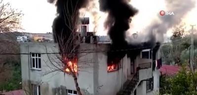Sobadan çıkan kıvılcım evi yaktı