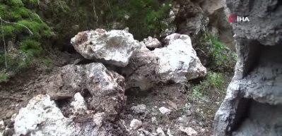 Dağdan düşen kaya parçaları eve düştü